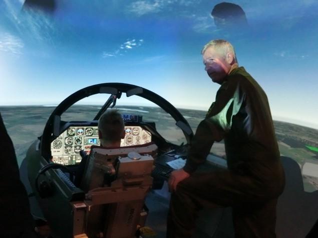 Att få flyga I simulatorn var hur kul som helst